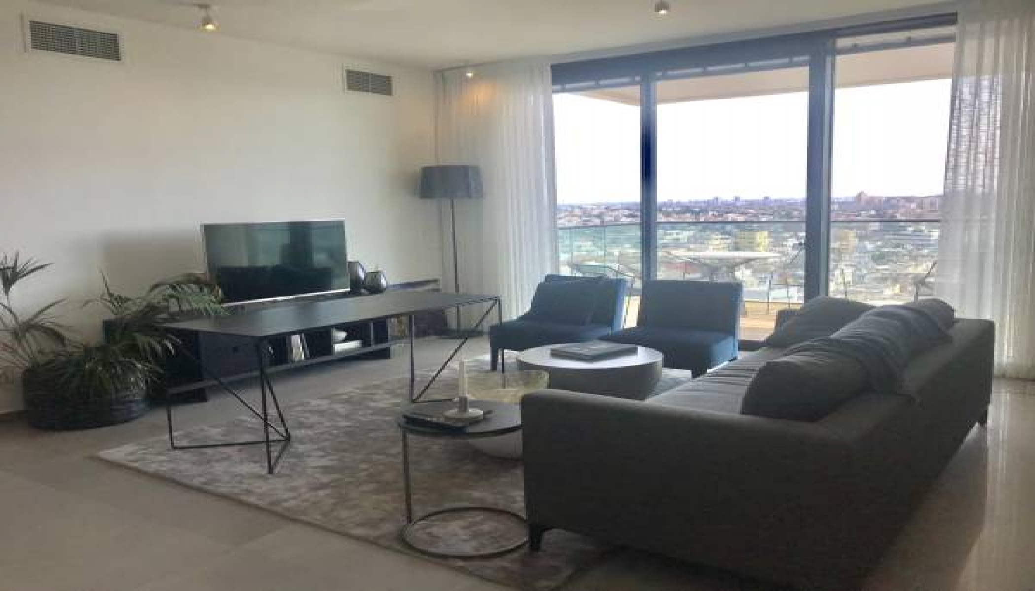 TEL AVIV, 2 Bedrooms Bedrooms, 3 Rooms Rooms,2 BathroomsBathrooms,Apartment,LOC TELAVIV,1018